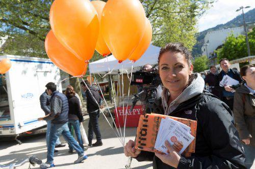 1500 orangefarbene Säcke und Ballons wurden verteilt.  VN/RP