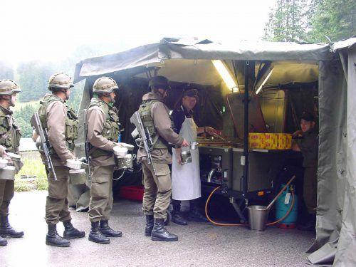 70 Feldküchen gibt es in Österreich. Die Verpflegung der Soldaten soll eine Zentralküche übernehmen. BMLVS