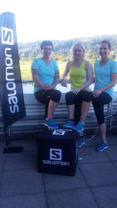 Andrea Kolisch, Martina Miller und Sarah Gasser (v.l.) sind für den Frauenlauf vorbereitet und entsprechend motiviert. Foto: nenning