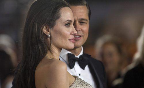 """Angelina Jolie und Brad Pitt haben mit dem """"Miraval"""" einen eigenen Roséwein in hellem Orange kreiert. Fotos: AFP, REuters"""