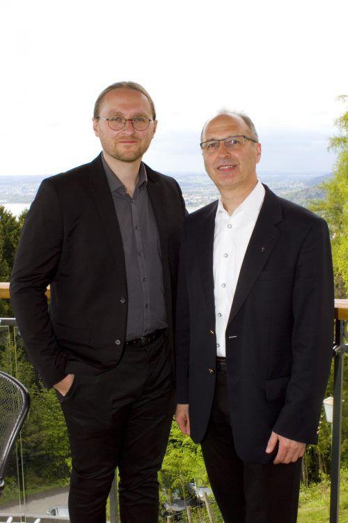 Architekt Christoph Lauritsch (l.) und Pfarrer Paul Solomon