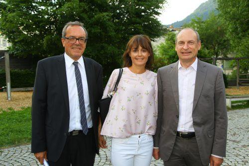 Arno Sprenger (Sparkasse) mit Eva und Michael Gambs (v. l.).