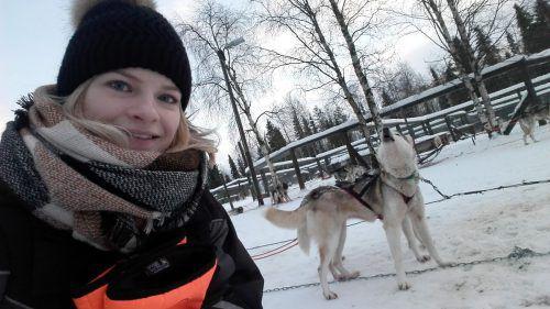 Auch eine Husky-Schlittentour durch den Schnee darf bei einem Finnland-Aufenthalt nicht fehlen. Foto: Bettina Berlinger