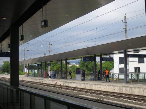 Aus den Lautsprechern am Dornbirner Bahnhof ertönt klassische Musik.  Foto: Hagen