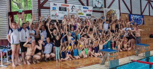 Begeisterte Schwimmer im Bregenzer Hallenbad.