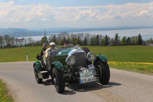 Bei der Rallye sind 180 Fahrzeuge aus acht Jahrzehnten am Start.