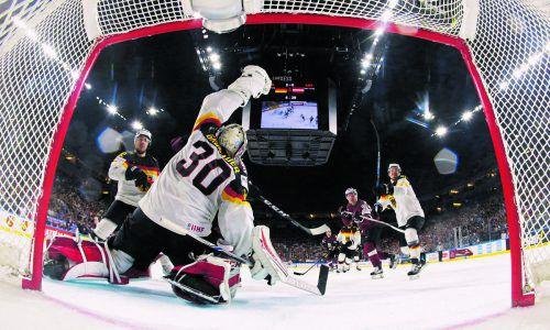 Bei Deutschland sind heute im Viertelfinale gegen Kanada die Fangkünste von NHL-Torhüter Philipp Grubauer besonders gefragt. Foto: ap