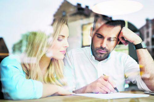 Bei Fragen zum Bauvertrag sollte man sich Klarheit verschaffen. Foto: Shutterstock