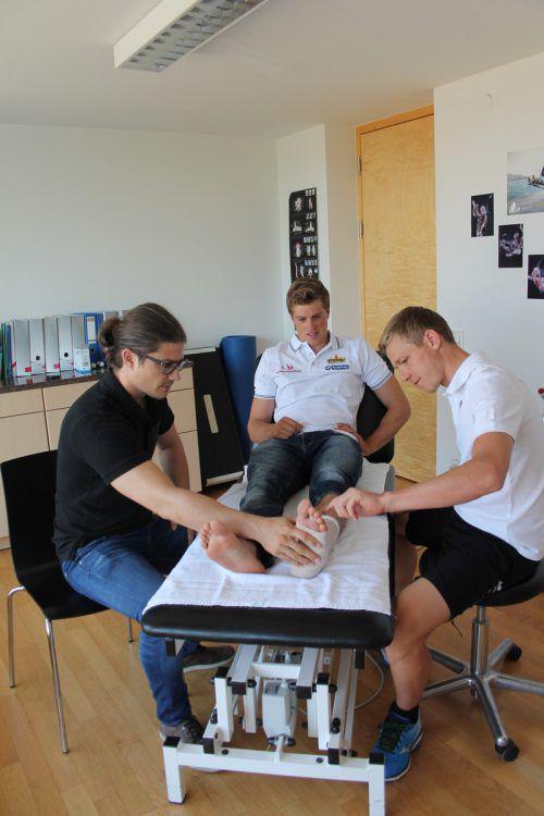 Bildstein mit Arzt Marc Sohm und Physio Martin Hämmerle.  Privat