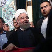 Iraner wählen für Öffnung oder für Abschottung