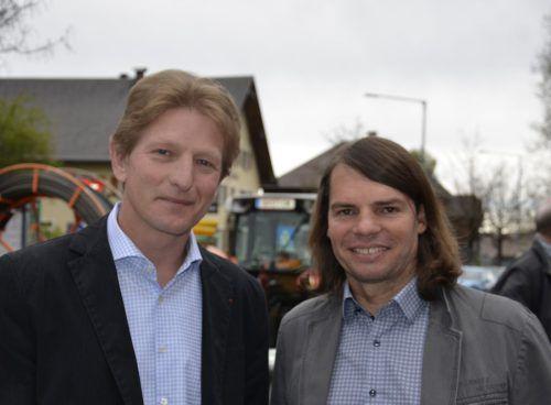 Bürgermeister Bernhard Kleber und Christoph Mennel (r.), Geschäftsführer der Wälderversicherung. Fotos: M. Moosbrugger