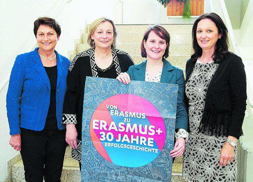 Christiane Peter (Landesschulrat), PL Elisabeth Schmid, Nadja Simeoni (Erasmus Mobilitätsprojekte) und Schulleiterin Ulrike Münst-Xander. sie