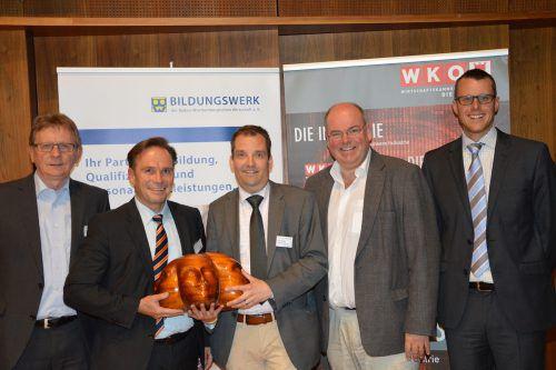 Das Organisationsteam mit Industrie-Spartengeschäftsführer Michael Amann (2.vl.) und V.E.M.-Geschäftsführer Mario Kempf (r.).  Foto: wkv