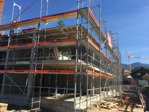 Das Projekt der Wohnbauselbsthilfe in der Alemannenstraße wächst rasch in die Höhe. Foto: vn/gms