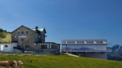 Das Schutzhaus und die neue Bergstation. Der Alpenverein fürchtet um die gute Aussicht. Foto: Patscherkofelbahnen