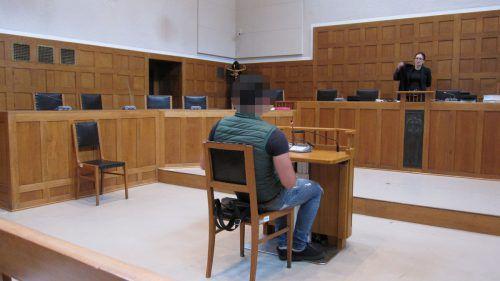"""Der 20-Jährige musste aus dem Bregenzerwald per """"Blaulichttaxi"""" zum Landesgericht Feldkirch gebracht werden. Foto: Ec"""