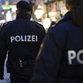 Mit Glühwein gegen Polizei