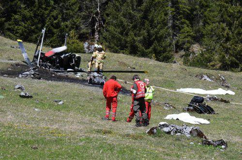 Der Hubschrauber kollidierte vermutlich mit dem Transportseil einer Materialseilbahn und stürzte ab. Foto: APA