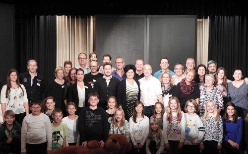 Die 40 Laienschauspieler sorgen in Lauterach für unterhaltsame Aufführungen. Foto: Verein
