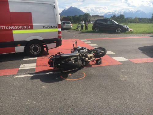 Die Eheleute auf dem Motorrad wurden bei dem Unfall verletzt.