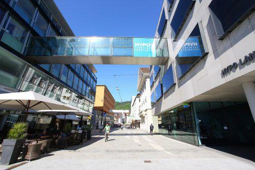 Die Hypo Vorarlberg baut eine Brücke in die Zukunft und baut das digitale Angebot aus. Foto: VN/Hofmeister
