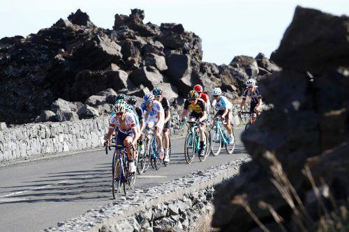 Die Lava-Landschaft am Ätna auf Sizilien bot eine tolle Kulisse auf der vierten Etappe des Giro d'Italia. Foto: afp