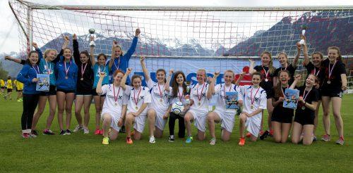 Die Mädchen des MS Schwarzach siegten vor den beiden Nenzinger Teams in der Unterstufe.