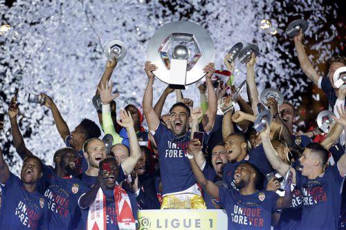 Die Spieler vom AS Monaco feiern ihren Titelgewinn. Foto: ap