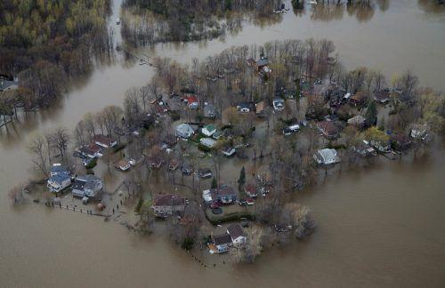 Die Überschwemmungen haben zu dramatischen Notfällen geführt.
