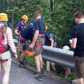 Junge Wandergruppe nach Erdrutsch gerettet