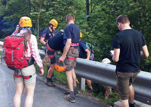 Die überwiegend jungen Wanderer wurden von der Bergrettung aus der Liechtensteinklamm geborgen. Foto: APA