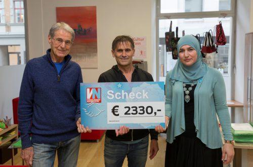 Die Vindex-Vorstandsmitglieder Konrad Lerch und Marcha Khadzimusaeva mit VN-Sportchef Christian Adam.
