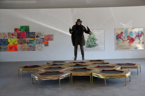 Die Vorarlberger Künstlerin Barbara Anna Husar mischt den Ausstellungstrott wieder einmal gehörig auf. ag