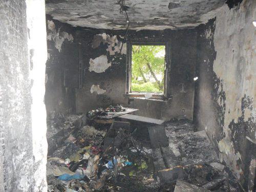 Die Wohnung der Wienerin brannte komplett aus. Foto: apa