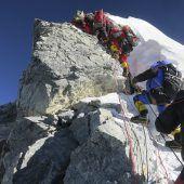 Hillary Step am Mount Everest abgebrochen
