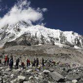 Bergsteiger ohne Lizenz am Everest erwischt