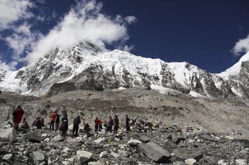 Möglicherweise handelt es sich um Bergsteiger, die im vergangenen Jahr als vermisst gemeldet, aber bisher nicht gefunden worden waren. AP