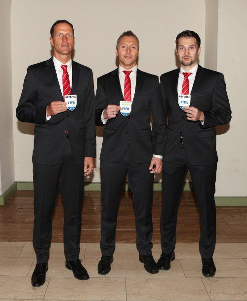 Ein Trio mit dem internationalen FIFA-Abzeichen, v. l.: Robert Schörgenhofer, Markus Gutschi und Dominik Ouschan.  Foto: gepa