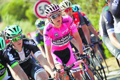 Einen Tag in Rosa, einen in Weiß: Lukas Pöstlberger machte beim Giro auf sich aufmerksam. Foto: apa