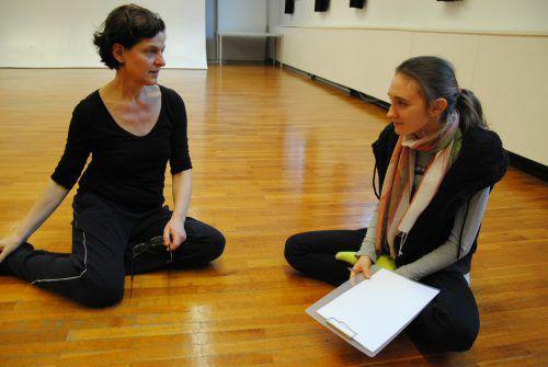 Elisabeth Koch vom Wahlpflichtfach Kulturmanagement im Gespräch mit Brigitte Walk, der Leiterin von walktanztheater.com.