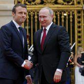 Macron empfing Putin im Schloss von Versailles