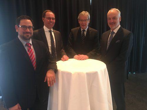 Festredner Christoph Schlager (BMF), Präsident Jürgen Reiner, LSth. Karlheinz Rüdisser und Gerhard Stangl (WT-Akademie) Foto: VN/sca