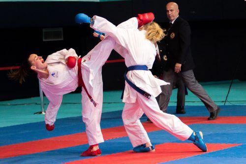 Bettina Plank (l.) will bei der Karate-WM in Madrid am Mittwoch den Gegnerinnen auf den Zahn fühlen.ÖKB