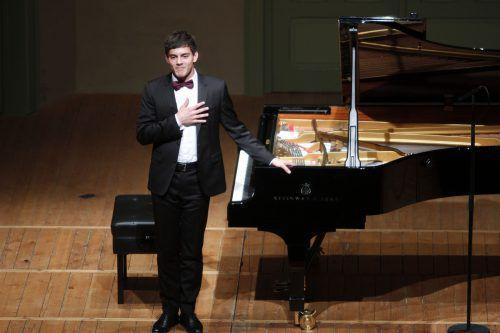 Der Vorarlberger Pianist Aaron Pilsan sorgt für ein Highlight im Konzertprogramm.