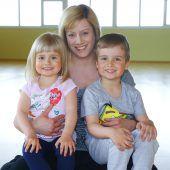 Nathalie (32) aus Dornbirn mit Leticia (3) und Leandro (4)