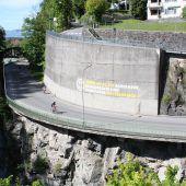 Feldkirch widmet Riesengrafitti dem Autoverzicht durch Stadtbewohner