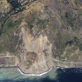 Riesige Erdmassen verschütten Teil des Highway 1 in Kalifornien