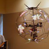 LED-Drohne in Japan präsentiert