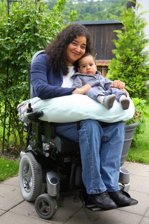Franciane genießt das Muttersein sehr. Ein Kind zu haben, war ihr größter Traum. Mit Sohn Johannes ging er in Erfüllung.  Foto: VN/Hofmeister