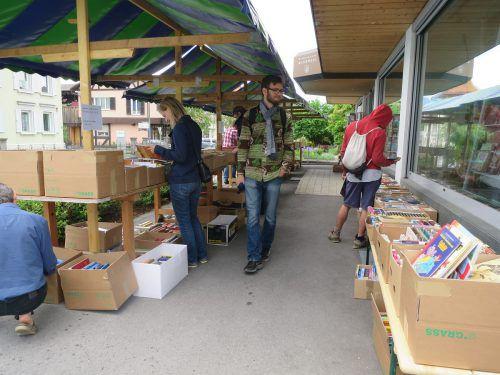 Für Bücherfreunde war der Flohmarkt in Rankweil eine wahre Fundgrube. Foto: bra